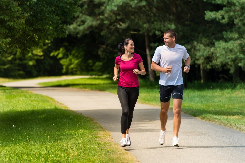 pareja running